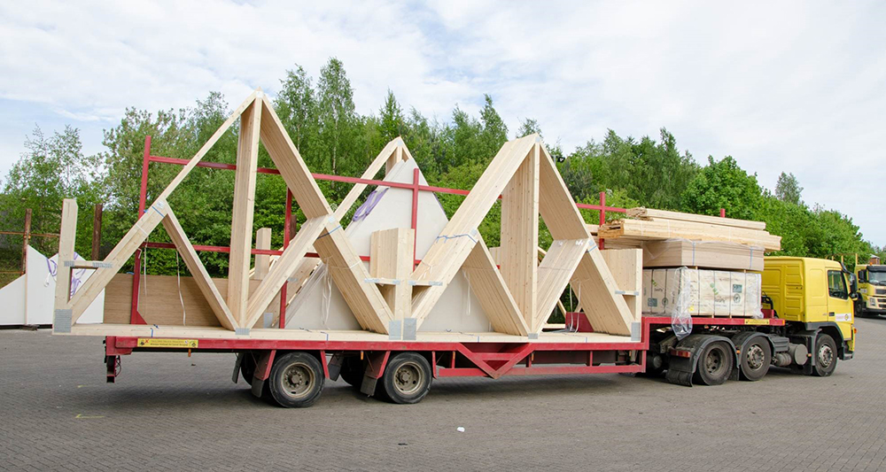 Roof-trusses-on-wagon